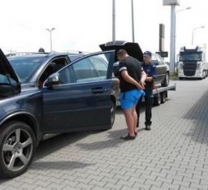 Ar nozagtu Volvo velk nozagtu piekabi ar nozagtu Mercedes Benz!