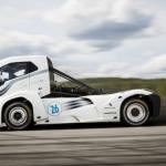 Volvo kravinieks līdz simtam 4,5 sekundēs! Arī ātrums labs – 275 km/h! Baudiet video…