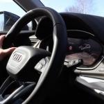 Jaunais AUDI Q5 – videoapskats un dažas atziņas. Purvu bridējs ar 20′ riteņiem!