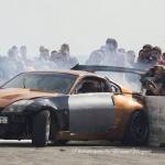 """Drifta automobilis sadod neuzmanīgam fotogrāfam pa """"purnu""""! Par laimi – bez upuriem!"""