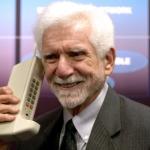 Mobilajam telefonam šodien aprit 44 gadi! Daudz laimes – mazais kabatas draudziņ!