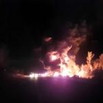 Līdz lūkai piepildīts benzīnvedējs ar cisternu izraisa īstu apokalipsi! Iespaidīgs video