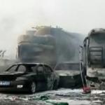 Traģiski skati – 30 automobiļu avārija un 18 bojāgājušie. Liktenīgas kļūdas sekas.