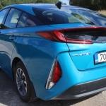 """Video apskats: jaunais Toyota Prius – komisks auto ar """"buču uz pakaļas""""!"""