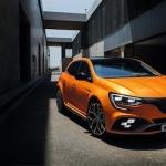 """Vēl viens kārtīgs """"bliežamais"""" auto ar 280 zirgspēkiem – Renault Megane R.S."""
