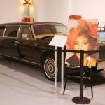 Zvaigžņu auto rubrikā: Divi braucamie, kas savulaik piederējuši dziedātājai Vitnijai Hjūstonei.