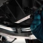 Aizraujošs video par to kā tiek mainīta Bugatti Veyron eļļa! Var būt mehāniķiem noderēs!
