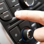 Pieci vērtīgi tehnoloģiju risinājumi, lai telefons pie stūres nekļūtu par nāvējošu ieroci