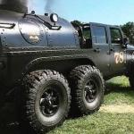 Mežu īpašnieku ievērībai – Jeep Wrangler, kurš darbojas ar malku!