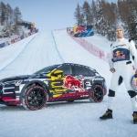 Audi e-tron iekaro Streifas slēpošanas trases stāvāko nogāzi ar Matiasu Eksrēmu pie stūres
