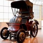 Stāsts par Ferdinanda Poršes pirmajiem automobiļiem, kurus kopā ar benzīna motoru  darbināja elektrība –Lohner Porsche!