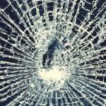 Neievērojam distanci – par sasistiem auto vējstikliem šogad KASKO izmaksājis miljonu!