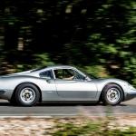 Divi Ferrari automobiļi, ar kuriem bauda braukt bijusi grupas The Rolling Stones mūziķim Kītam Ričardsam!