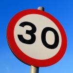 Braucienu maršruti turpmāk jāplāno rūpīgāk – Āgenskalna apkaimē ieviesta braukšanas ātruma 30km/h zona