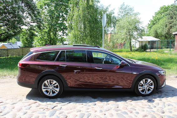Nu tas tak i viens feins autiņš! Opel Insignia Sport Tourer 4x4 testa brauciens te pat pa Latviju!