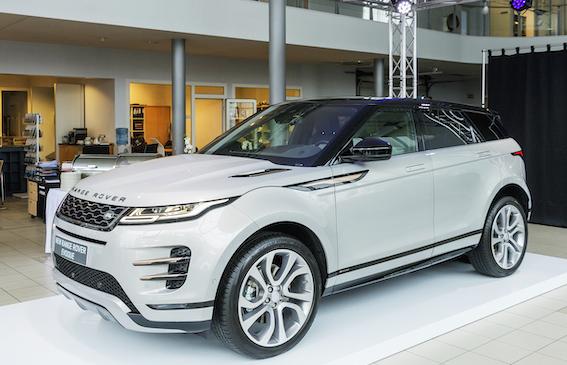 Latvijā ieradies jaunais Range Rover Evoque. Ko par to saka zīmola pārstāvji?