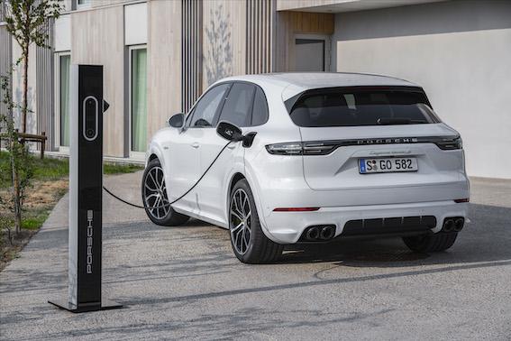 Visjaudīgākā Porsche Cayenne ir no elektrotīkla uzlādējams hibrīdautomobilis