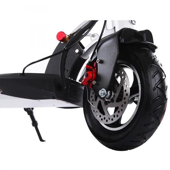 Kas tas ir - elektriskais skrejritenis? Transporta līdzeklis vai tomēr izklaides avots?