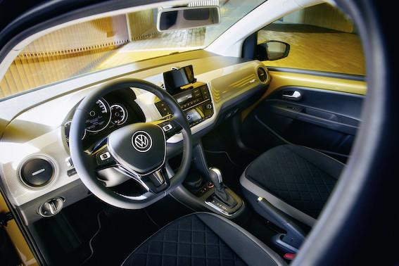 Volkswagen e-up! ar 260 km resursu lielisks risinājums pilsētām. Ne mūsējām, bet tomēr!