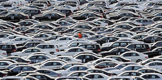 Auto tirgotāju grupa pamatīgi krāpusies ar viltotiem dokumentiem un nu visiem draud prāvs sods