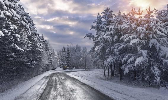 Latvijas autoceļu uzturētājs gatavojas ziemas sezonai un iesaka to darīt arī autovadītājiem
