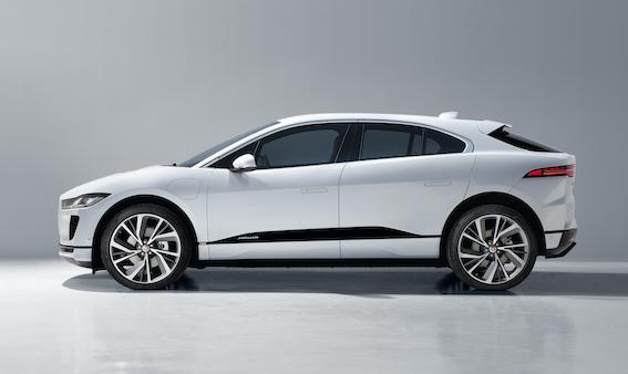 "Jaguar i-pace iegūst ""golden steering wheel"" balvu par labāko krosoveru"