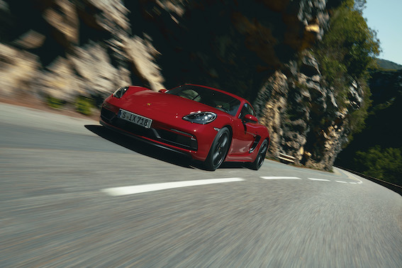 Porsche pievieno sporta automobiļu saimei divus spridzekļus - 718 Cayman GTS un 718 Boxster GTS