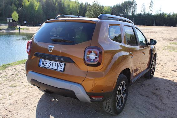 Jauns Dacia Duster pret daudz pieredzējušajiem premium klases veterāniem! Kas uzvar?
