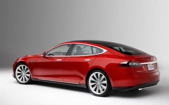 Pasaule atsakās no elektriskajiem automobiļiem! Arī Tesla turpmāk būs pieejama tikai ar dīzeļdzinējiem!