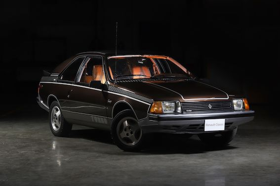 Renault Fuego aprit 40 gadi. Varbūt ir kāds, kam šāds auto piederēja?