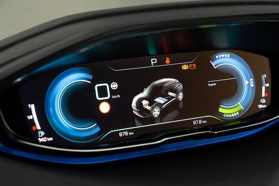 Hibrīdautomobiļi: kādas ir atšķirības starp pašuzlādes hibrīdiem, vieglajiem hibrīdiem un plug-in jeb lādējamajiem hibrīdiem