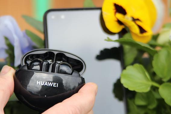 """Huawei FreeBuds 4i - austiņas par saprātīgu cenu mūsu """"attālinātajam"""" laikmetam! Pirmie iespaidi."""