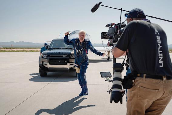 Augstāk un tālāk: Land Rover atbalstījis Virgin Galactic pirmo kosmisko lidojumu ar pilnu apkalpi