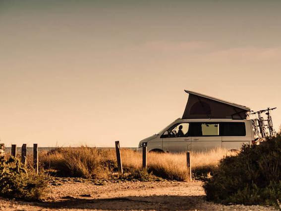 Cik ērti tas ir - doties ceļojumā ar telti uz jumta? Neliels ieskats par auto jumta teltīm un to priekšrocībām