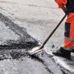 """Uz kuriem ceļiem šobrīd Latvijā notiek remontdarbi? Ieplāno savu maršrutu bez """"korķiem""""!"""
