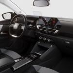 Jau šogad līdz Latvijai tiks Citroen C4 un elektriskā versija ë-C4. Kurš nu kuram tuvāks sirdij!