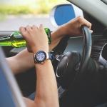 Autovadītājai par braucienu dzērumā un gājēja notriekšanu pieprasīts reāls cietumsods