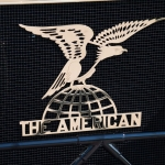 Amerikāņu ērglis, kas stāv izplētis spārnus uz zemeslodes! Stāsts par American Underslung automobiļu markas vēsturi!