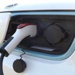 Latvijā vidēji uz katriem 1000 auto nozares meklējumiem internetā 6,6 ir elektriskie automobiļi. Tātad tikai 0,6 procenti!