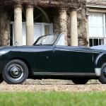 Ar kādiem auto lepojās princis un Edinburgas hercogs Filips – azartisks autobraucējs mūža garumā