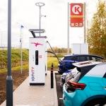 Elektromobiļu īpašniekiem svētki – Circle K atklāta pirmā IONITY tīkla  lieljaudas elektrouzlādes stacija Latvijā