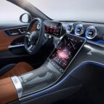 LG izstrādājis sistēmu, kas palielina autovadītāju un pasažieru drošību jaunajos Mercedes-Benz C klases automobiļos